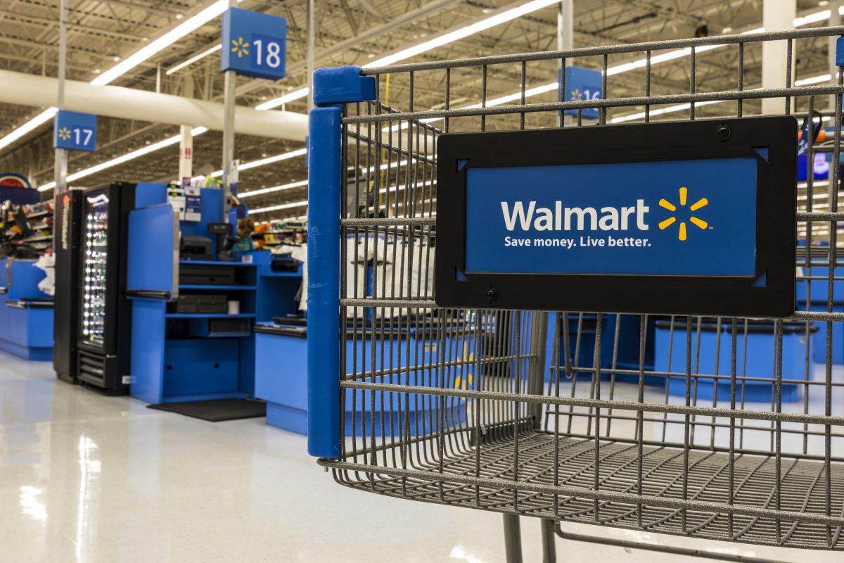 Walmart's slip hurts S&P, Dow