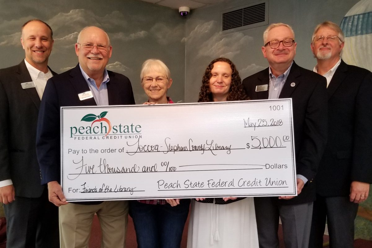 Peach State Federal Credit Union donates $5K to Northeast Georgia library