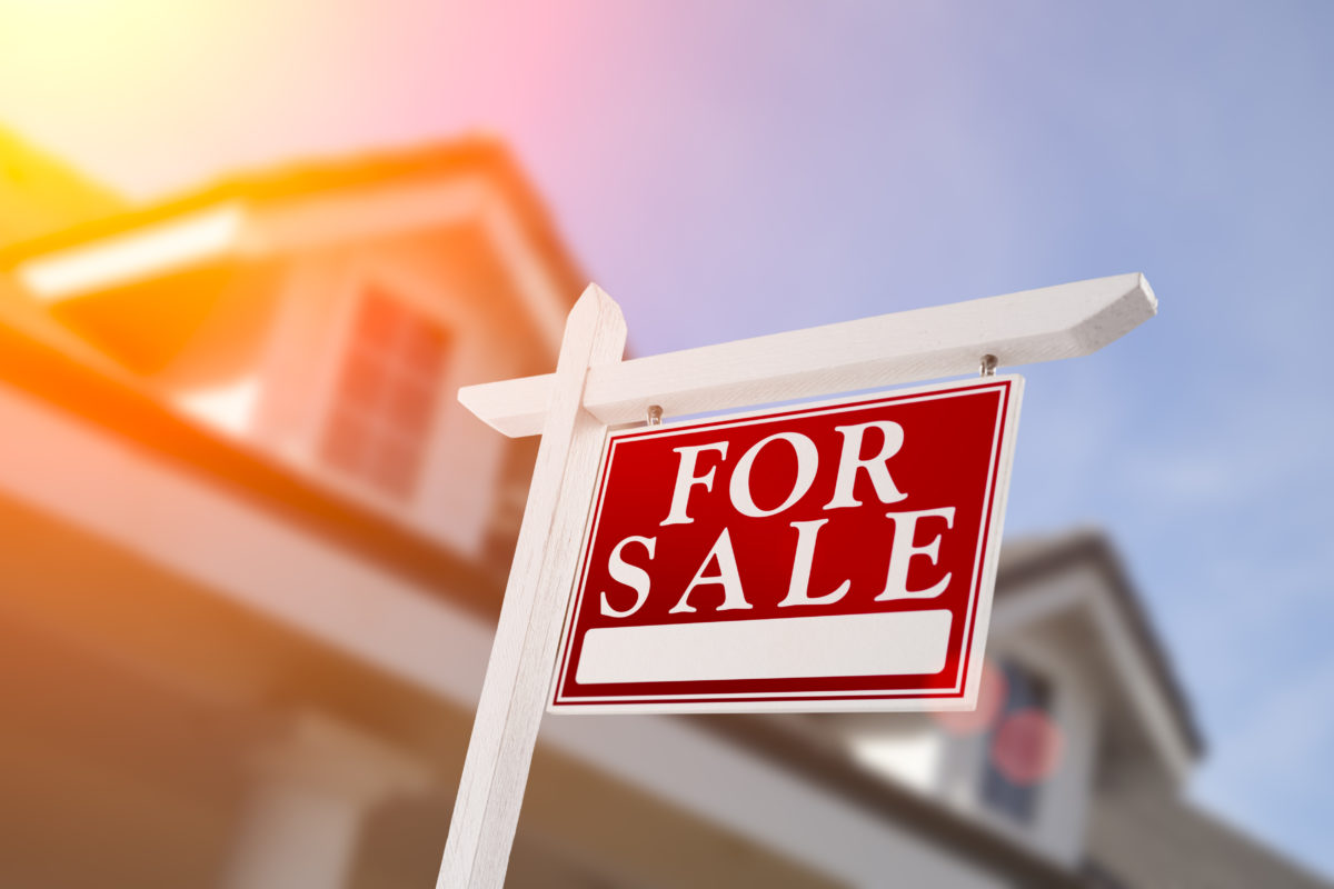 Reuters: U.S. home sales fall as prices head toward record high