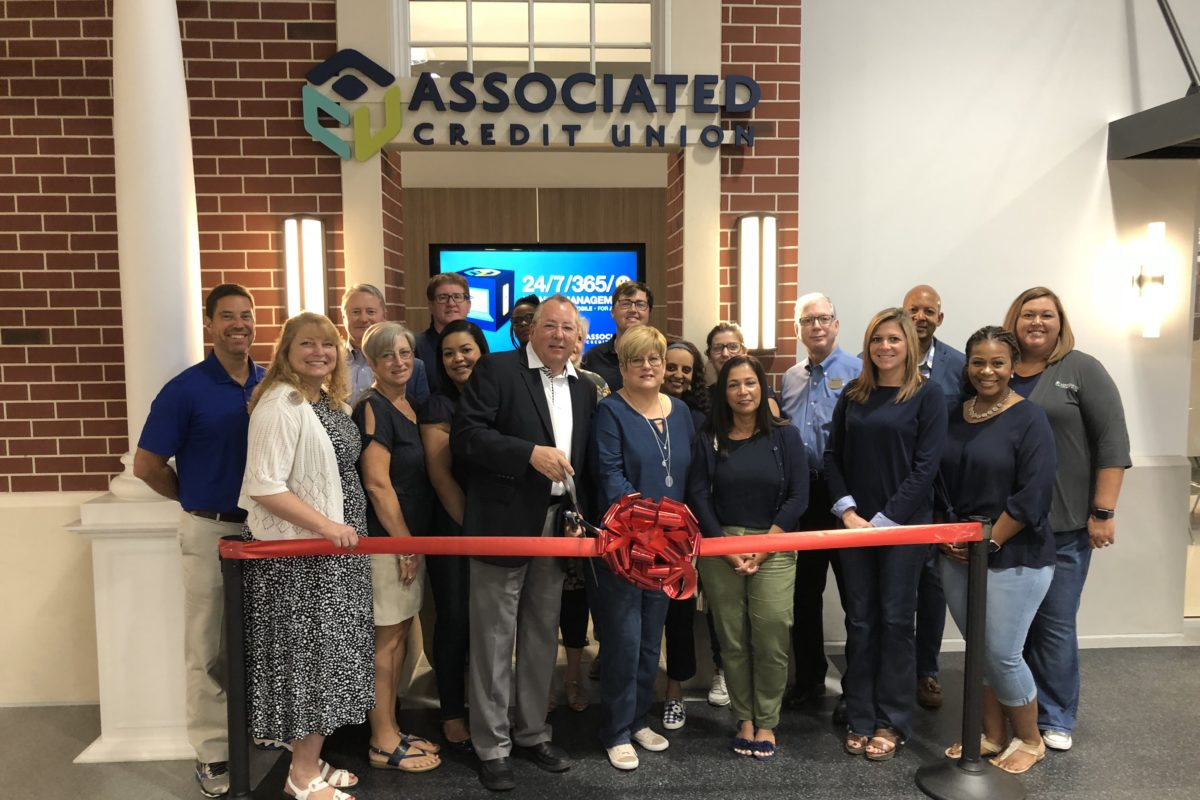 Associated Credit Union cuts ribbon on educational storefront