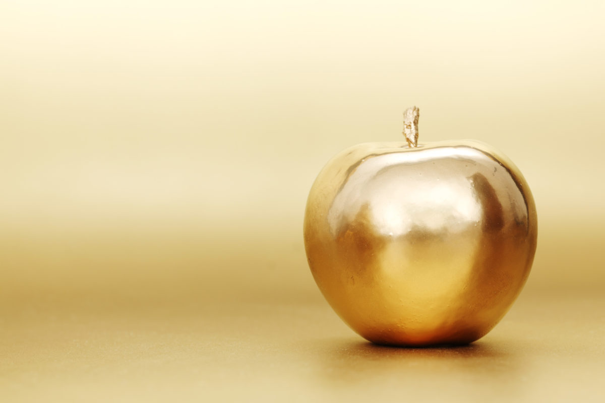 Kinetic Credit Union awards Golden Apple to former North Columbus 'Teacher of the Year'