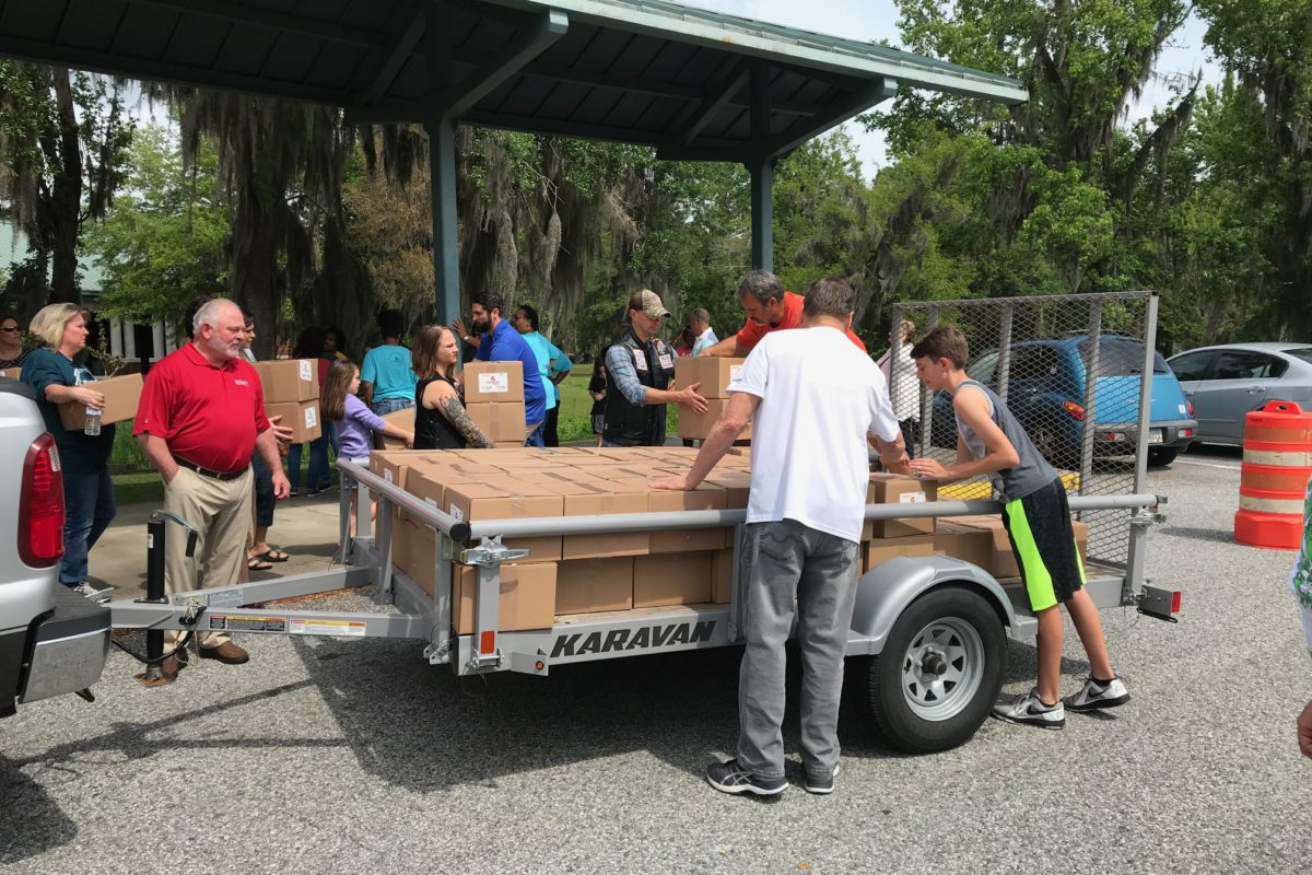 United 1st Federal Credit Union employees volunteer for local Generosity Feeds event